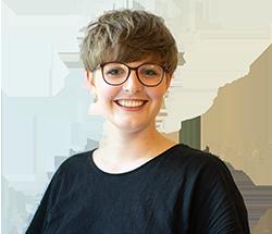Das Bild zeigt Lena, die Mitarbeiterin der Servicestelle Jugendbeteiligung © Servicestelle Jugendbeteiligung e. V., 2020